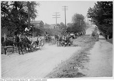 This is what the Danforth looked like in Toronto from 1908 to 1965 Toronto Pictures, Old Pictures, Old Photos, Family Pictures, Toronto Ontario Canada, Toronto City, Canadian Things, Greater Toronto Area, Old Gas Stations