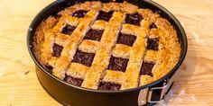 La Linzer Torte è una torta originaria dell'Austria, esattamente della città di Linz, ecco perché la ricetta riporta questo nome. Inoltre è uno fra i dolci più antichi nella tradizione culinaria austriaca.