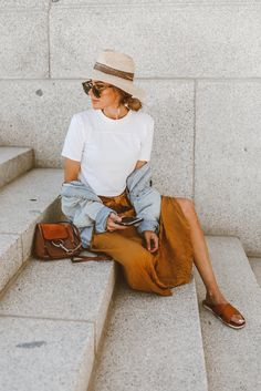 The maxi skirt I will be wearing all summer long! The maxi skirt I will be wearing all summer long! Hello Fashion Blog, Summer Fashion Trends, Trendy Fashion, Womens Fashion, Fashion Spring, Fashion Style Women, Feminine Fashion, Summer Trends, Mode Outfits