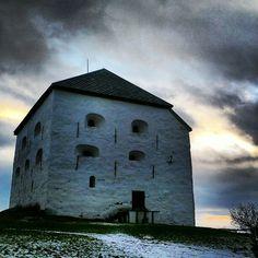 Instagram photo by @visittrondheim via ink361.com Visit Norway, Trondheim, Midnight Sun, Outdoor Activities, Northern Lights, Europe, Mountains, Architecture, House Styles