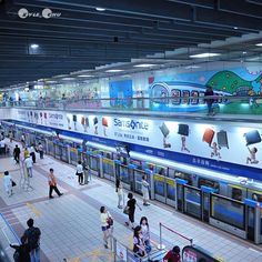 開會路過忠孝復興。Passing #Taipei MRT ZhongXiao FuXing station #Taiwan