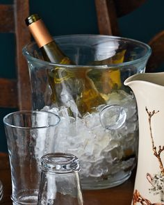 Wine Drinks, Alcoholic Drinks, New Year Headband, Wine Bucket, Wine Stains, Glass Room, Champagne Buckets, Reception Decorations, Fun To Be One