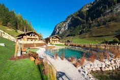 Luxus und Erholung pur Inmitten der traumhaften Landschaft des Nationalparks Hohe Tauern, erwartet dich das erst im November 2015 eröffnete Chaletdorf Auszeit, in dem du einen erholsamen und exklusiv