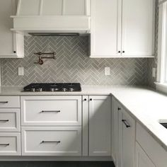 Small Condo Kitchen, Kitchen Dinning, Kitchen Redo, Kitchen Layout, Kitchen Design, Repainting Kitchen Cabinets, Kitchen Cabinets Decor, Kitchen Themes, Kitchen Backsplash