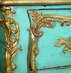 Antique & Italian Classic Furniture: Turquoise Chest of Drawers Decorating Ideas Yellow Turquoise, Shades Of Turquoise, Turquoise Walls, Turquoise Color, Aqua Blue, Blue Green, Azul Tiffany, Tiffany Blue, Gold Bedroom