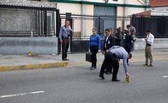 #DESTACADAS:  Reportan ataque de grupo armado en Caracas durante consulta opositora - El Universal