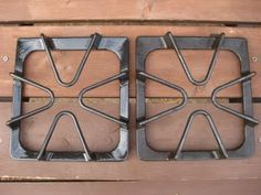 How to Clean Stove-Top grates  Here is another cleaning tip, brought to you by my boring old self!    Ammonia. It's a dollar.    Here's what you do:    Put grates into plastic baggie, pour 1/4 cup ammonia into bag. Close tight, set in pan (in case it leaks) ...