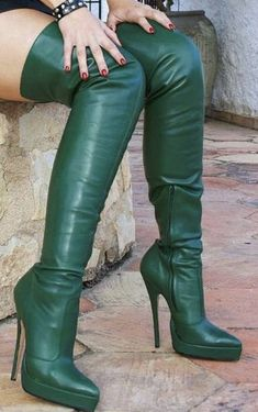 I want to Bow down to my Mistress Thigh High Boots Heels, Hot High Heels, Heeled Boots, Leder Outfits, High Leather Boots, Long Boots, Sexy Boots, Over The Knee Boots, Fashion Boots