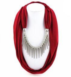 Un collar de bufandas y pañuelos: moda y con estilo