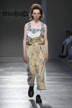 Una estética infantil y surrealista se apodera de la colección Spring/Summer 2017 de Moto Guo en la semana de la moda de Milán