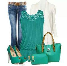 Zapatillas verdes, bolso verde, jeans, saco blanco