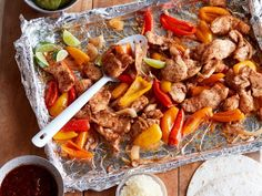 Sheet Pan Chicken Fajitas by Food Network Kitchen These protein-packed fajitas cleverly use a foil-lined baking sheet and broiler to make a quick and healthy weeknight meal with easy clean up. Chicken Fajita Rezept, Chicken Fajitas, Chicken Recipes, Baked Fajitas, Oven Fajitas, Mexican Food Recipes, Dinner Recipes, Healthy Recipes, Easy Recipes