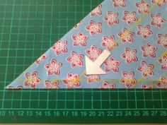 Doorlopend Biaislint maken | De Wereld van Lazuli Sewing Tutorials, Quilts, Band, Om, Tutorials, Comforters, Patch Quilt, Ribbon, Kilts