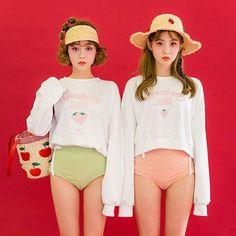 #chuu #비키니 위에 커버업으로도 좋은 #chuu_strawberry_milk #맨투맨 거기에 상큼 터지는 사진 속 악세사리들도 모두 업뎃 되었어요♥️ Bff Girls, Cute Girls, Ulzzang Girl, Passion For Fashion, Korean Fashion, Asian Girl, Fashion Beauty, Underwear, Cute Outfits