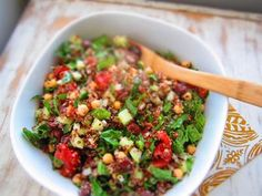 18 Best Quinoa Salad Recipes on the Interwebs: Greek Spinach Quinoa Salad with cucumber, red tomato, garbanzo beans, fresh spinach