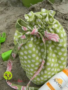 Fat quarter drawstring bag Tutorial: 2-3 Fat quarters depending on size of bag. Great tutorial for round bottom.