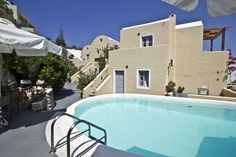 Ersi Villas is situated in a tranquil area of Firostefani, only 800 metres away from the main square of the scenic Fira. Ersi Villas features garden or Aegean Sea views and an outdoor swimming pool.