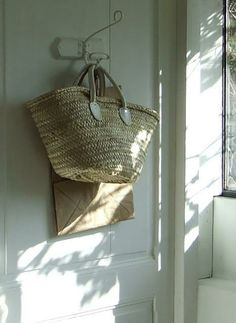 My French Country Home, French Living - Sharon Santoni French Country Farmhouse, French Country Style, Jute, French Baskets, Casual Chique, Straw Handbags, Basket Bag, French Decor, Decoration