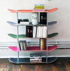Estantes DIY hecho con skates reciclados
