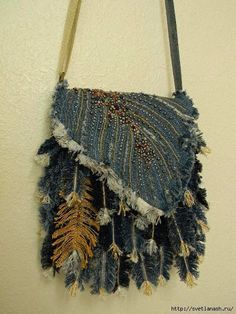 Hi...always use your brain with creative ideas. Throughout the feather bag 34: 32 jeans, one on the handle and one golden.   The valve consists of three parts: two layers of denim and c / b between