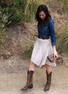 This outfit is perfect! The white skirt with the denim is so crisp yet laid back, and the boots and the belt are so cute! #CountryStyle #WesternStyle #Denim #CowboyBoots #CowgirlBoots