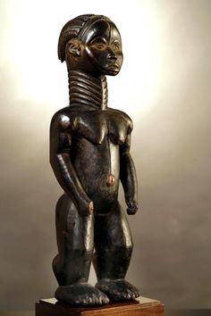 Dan Thu female figure Lu Mae Wood with black shining patina, in / early century Out Of Africa, West Africa, African Symbols, Art Premier, Ivory Coast, Tribal Art, African Art, Body Painting, Dan