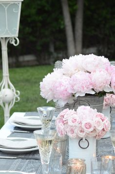 How to Plan an Extraordinary Outdoor Party | Whether you are having barbecue and beer or serving a multi-course meal, these five tips for creating an extraordinary outdoor party will create an atmosphere that will make your guests want to linger long after the sun goes down… Outdoor Dinner Parties, Outdoor Entertaining, Garden Parties, Table Setting Inspiration, Beautiful Table Settings, David Austin Roses, Thanksgiving Centerpieces, Al Fresco Dining, Farmhouse Style Decorating