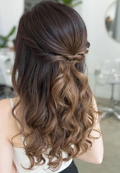 When it is about prom hairstyle, you must want that you and your hairstyle must be highly attractive. Try the gorgeous options. #promhairstyles #promhairstylesforlonghair #promhairstylesforshorthair