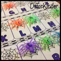 Great letter recognition activity for Literacy Centers or Daily 5 Stations. It's a FREE Halloween Letter Match Up Mat with spiders and alphabet webs. Your students will love matching up the spiders to their web. Halloween Letters, Theme Halloween, Halloween Activities, Holiday Activities, Preschool Halloween, Halloween Week, Halloween Season, Halloween Stuff, Halloween Crafts