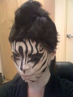 Last Minute Costumes: Zebra. This look was created by MAC. If you dont happen to have white base, just powder your face and apply the stripes directly, or borrow foundation from your much paler friend. Zebra Makeup, Clown Makeup, Sfx Makeup, Costume Makeup, Last Minute Halloween Costumes, Halloween Cosplay, Fall Halloween, Halloween Ideas, Hippie Hair