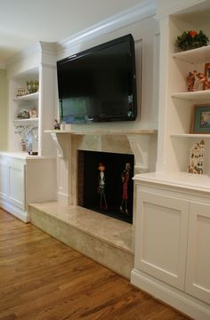 Awesome Built-In Cabinets Around Fireplace Design Ideas Fireplace Redo, Cottage Fireplace, Family Room Fireplace, Fireplace Remodel, Brick Fireplace, Fireplace Surrounds, Fireplace Design, Fireplace Ideas, Bookshelves Around Fireplace