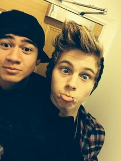 babies lukes lip piercing aka the death of me <<<< calum and luke why you so cute?
