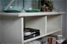 wnętrza, tapeta pasy, półka na książki, shabby chic, metamorfoza