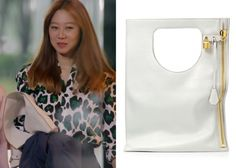 "Gong Hyo-Jin 공효진 in ""It's Okay, That's Love"" Episode 1.  Tom Ford Alix Small Leather Bag #Kdrama #ItsOkayThatsLove 괜찮아, 사랑이야 #GongHyoJin"