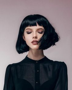 Cool black bob with fringe / bangs dark brows goth gothic makeup short fringe / bangs Bettie Page Black Bob Hairstyles, Hairstyles With Bangs, Trendy Hairstyles, Girl Hairstyles, Drawing Hairstyles, Hairstyle Ideas, Hair Ideas, Weave Hairstyles, Natural Hairstyles