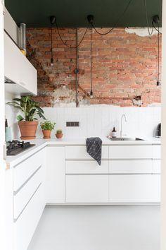 76 veces he visto estas buenas cocinas rusticas. Brick Tile Wall, Brick Wall Kitchen, Kitchen Cupboards, Kitchen Tiles, My Kitchen Rules, Messy Kitchen, Rustic Kitchen, Kitchen Dining, Kitchen Industrial
