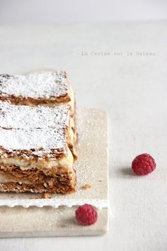 millefeuilles crème légère à la vanille. had this in Italy. so delicious. Just Desserts, Delicious Desserts, Yummy Food, Sweet Recipes, Cake Recipes, Dessert Recipes, Eat This, Gula, French Pastries