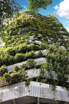 Hanging out in Barcelona (6) : A green wall by Capella Garcia Architecture.