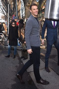 Manuel Neuer Photos - Manuel Neuer is seen at the Giorgio Armani Show during the Milan Menswear Fashion Week Fall Winter on January 2015 in Milan, Italy. - Giorgio Armani Runway Show Mens Fashion Week, Male Fashion, Dfb Team, German Boys, Fc Bayern Munich, Today's Man, Got The Look, Fall Winter 2015, Goalkeeper