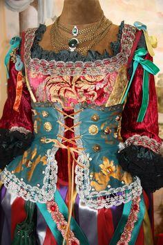 Dettaglio corsetto costume femminile pirata by Scatola Magica