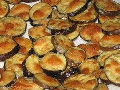 OVEN ROASTED EGGPLANT RECIPE Very good made with breadcrumbs & mozz. cheese instead of the parmesan cheese too! I did this with Ranch dressing, grated Oka cheese and crumbled bacon! Oven Roasted Eggplant, Roast Eggplant, Baked Eggplant, Eggplant Chips, Eggplant Appetizer, Eggplant Parmesan, Side Dish Recipes, Vegetable Recipes, Gastronomia