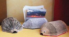 ¿A que te gustan estos simpáticos erizos hechos con libros reciclados?