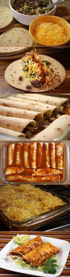 Carne molida, cebolla, calabacín, tortillas de maíz, queso cheddar y  salsa de enchilada.