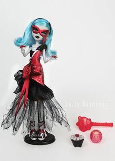 Ghouls Rule Ghoulia - fan made (sadly Mattel never made a GR Ghoulia doll).