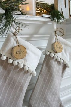 christmas stockings Learn how to make 20 DIY Chrismas Stocking Ideas. Each with its own easy craft tutorial and pattern for kids, adults and even pets! Winter Christmas, Christmas Holidays, Christmas Tables, Nordic Christmas, Modern Christmas, Beautiful Christmas, Christmas Ideas, Diy Stockings, Diy Christmas Stockings