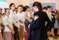 Prime Minister Jacinda Ardern has visited Cashmere High School, which lost two pupils in Friday's terror attack in Christchurch. Two current pupils. Nz History, Paolo Roversi, Who Runs The World, Second World, Nbc News, World Leaders, Military Fashion, Ladies Day, Human Rights