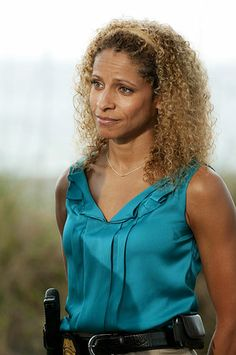 'The Glades' Michelle Hurd talks Christopher Meloni, Matt Passmore and life in the Sunshine State Michelle Hurd, Red Carpet Event, Family Matters, Tv Guide, Sunshine State, Beautiful Black Women, Hair Goals, Afro, Actresses