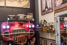 Querendo trazer um novo visual para a sua decoração? E que tal um aparador de mesa diferenciado? Aparadores com frente de carro para uma decoração temática. Não deixe de conferir. #AdoroPresentes #Decoração #cars #Temática #FrenteDeCarro #Carro #Casa #Aparadores