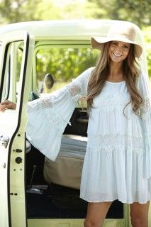 Lace shift dress and a big floppy hat. Perfect for summertime.  #karastyleswardrobestylist karastyles.com