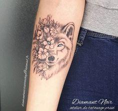 Dog Tattoos, Mini Tattoos, Animal Tattoos, Flower Tattoos, Small Tattoos, Tatoos, Husky Tattoo, Schulter Tattoo, Wolf Tattoo Design